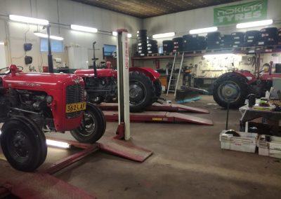 Traktorien entisöinnin toteuttaa Marive Oy Himangalla.